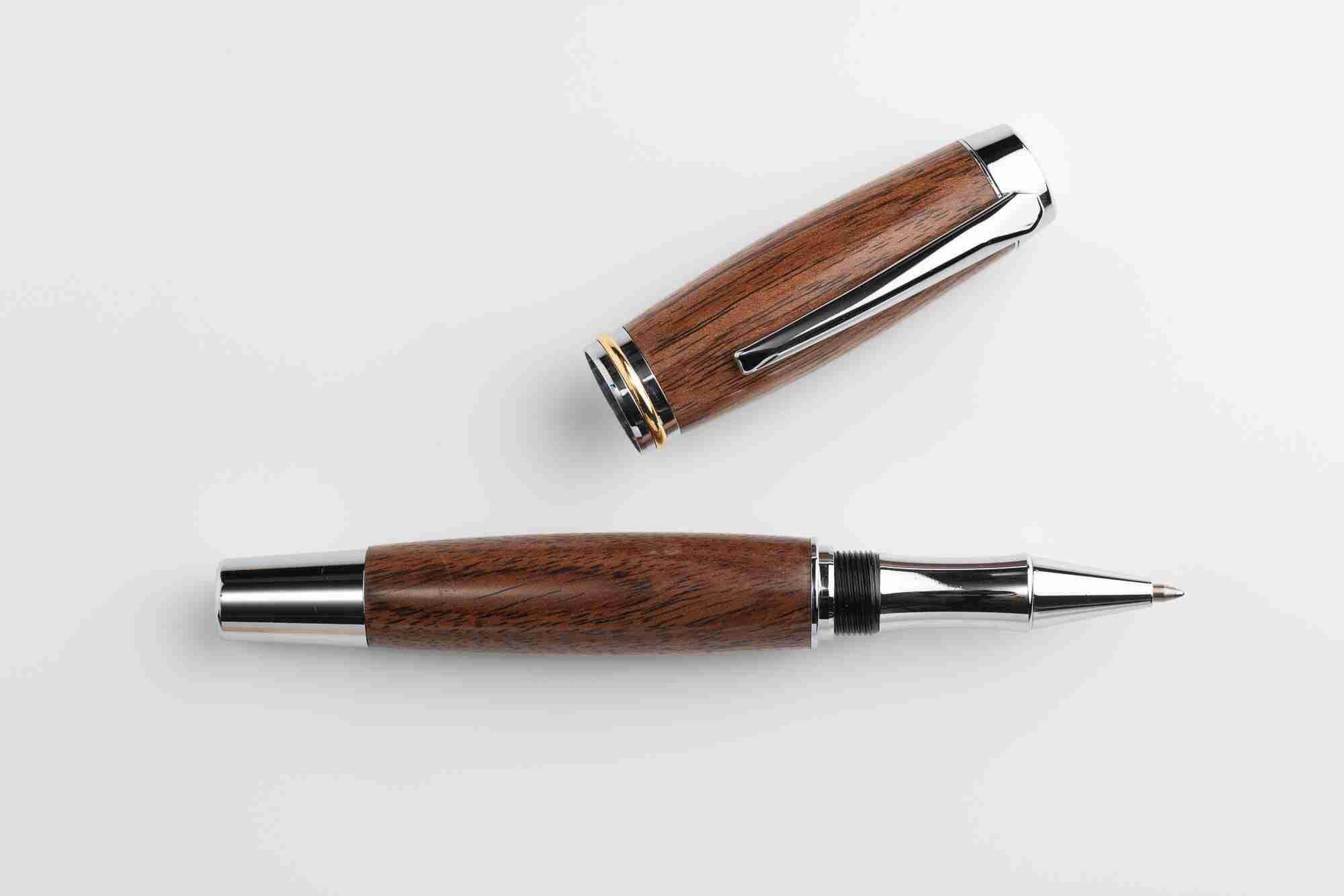 August Pens Dickens Acacia